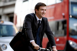 A businessman commuting to workの写真素材 [FYI02693510]