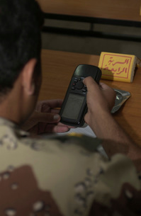 An Iraqi Army lieutenant learns how to use a handheld GPS deの写真素材 [FYI02693530]