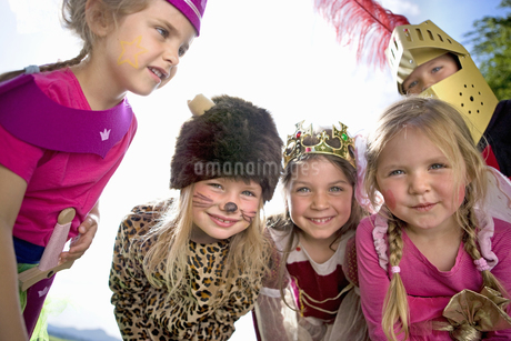 Kindergarten children in costume playing in a wood kindergartenの写真素材 [FYI02693599]