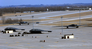 Two B-2 Bombers taxi down Taxiway Delta.の写真素材 [FYI02693691]