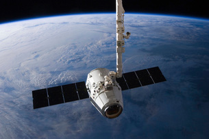 The SpaceX Dragon cargo craft prior to being released from tの写真素材 [FYI02693694]