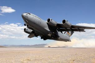A C-17 Globemaster departs from the Tonopah runway.の写真素材 [FYI02693700]