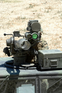 A U.S. Marine looks though the optics of a BGM-71 TOW anti-tの写真素材 [FYI02693708]