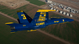The Blue Angels perform over El Centro, California.の写真素材 [FYI02693715]