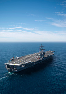 The aircraft carrier USS Carl Vinson in the Pacific Ocean.の写真素材 [FYI02693737]