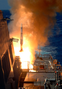 A Standard Missile 2 launches from the aft Vertical Launchinの写真素材 [FYI02693780]