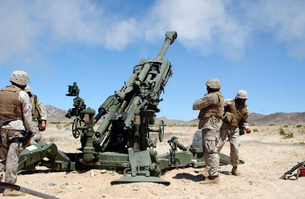 Artillerymen fire-off a round with the M777 Lightweight 155-の写真素材 [FYI02693792]