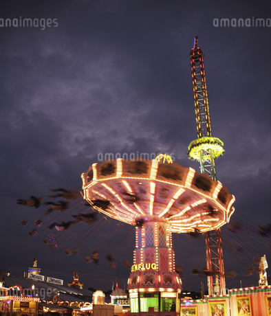 Amusement park rides in Munichの写真素材 [FYI02693841]