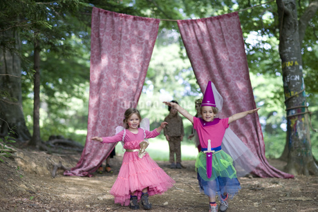 Kindergarten children in costume staging a play in a wood kindergartenの写真素材 [FYI02693911]