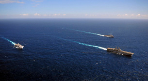 USS Boxer, USS Comstock and USS Green Bay transit the Indianの写真素材 [FYI02693934]