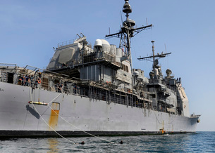Guided missile cruiser USS Bunker Hill.の写真素材 [FYI02693949]