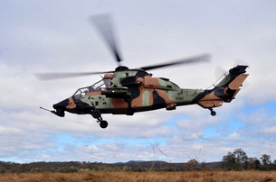 An Australian Army Tiger helicopter flies a reconnaissance mission.の写真素材 [FYI02693973]