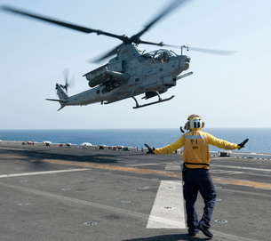 An AH-1Z Cobra helicopter takes off from the flight deck ofの写真素材 [FYI02693993]