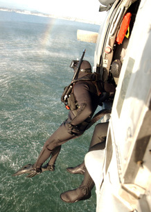 A search and rescue swimmer student jumps from a MH-60S Knigの写真素材 [FYI02694024]