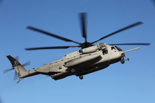 A U.S. Marine Corps CH-53 Sea Stallion helicopter.の写真素材 [FYI02694032]