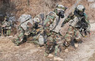 U.S. Soldiers wear gas masks as they extract a soldier durinの写真素材 [FYI02694034]