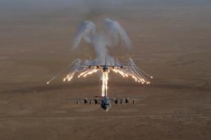 Aerial shot over Iraq of a KC-130 Stratotanker firing flaresの写真素材 [FYI02694088]