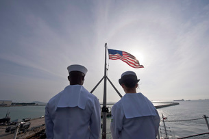 Sailors stand by to lower the ensign on USS John C. Stennis.の写真素材 [FYI02694094]