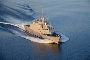 The littoral combat ship Pre-Commissioning Unit Fort Worth.の写真素材 [FYI02694111]