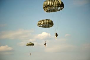 U.S. Soldiers descend through the sky after exiting a C-23 Sの写真素材 [FYI02694204]