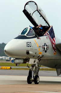 Air crewmen wave from their F-14D Tomcat as they taxi.の写真素材 [FYI02694273]