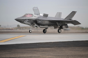 An F-35B Lightning II Joint Strike Fighter prepares to make a vertical landing.の写真素材 [FYI02694366]