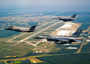 F-35 Lightning II aircraft in flight with two F-16 Fighting Falcons over Florida.の写真素材 [FYI02694399]