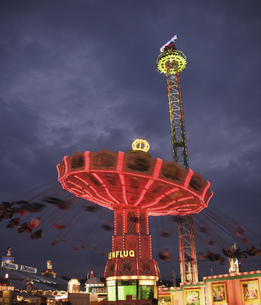 Amusement park rides in Munichの写真素材 [FYI02694457]
