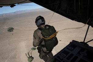 U.S. Air Force pararescuemen jump from a C-130 Hercules.の写真素材 [FYI02694481]