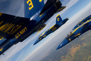 F/A-18 Hornets of the Blue Angels fly in formation over Colorado.の写真素材 [FYI02694535]
