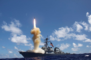 The guided-missile destroyer USS Fitzgerald launches a Standの写真素材 [FYI02694551]