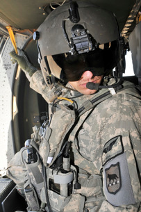 A flight medic conducts a daily pre-flight inspection at Al Asad Air Base, Iraq.の写真素材 [FYI02694581]