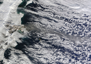 Satellite view of an ash plume rising from Russia's Shivelucの写真素材 [FYI02694704]