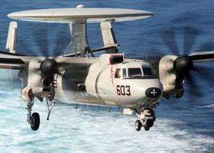 An E-2C Hawkeye prepares for landing.の写真素材 [FYI02694821]