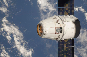 The SpaceX Dragon commercial cargo craft.の写真素材 [FYI02694849]
