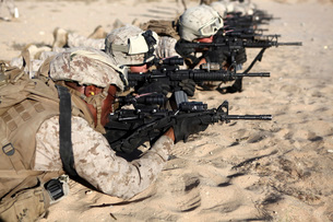 U.S. Marines train in combat marksmanship during Enhanced Mojave Viper.の写真素材 [FYI02694938]