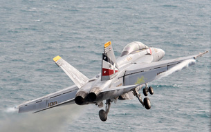 An F/A-18F Super Hornet launches from USS Abraham Lincoln.の写真素材 [FYI02694992]