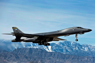 A U.S. Air Force B-1B Lancer departs for a training mission.の写真素材 [FYI02695089]