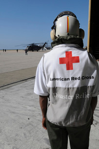 An American Red Cross volunteer waits to board an MH-53E Seaの写真素材 [FYI02695097]