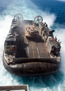 A landing craft air cushion transits the Pacific Ocean at hiの写真素材 [FYI02695129]