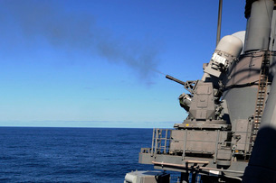 USS Monterey conducts a close-in weapons system live fire teの写真素材 [FYI02695168]