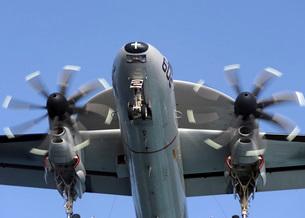 An E-2C Hawkeye prepares for landing.の写真素材 [FYI02695183]