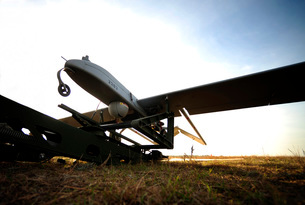 An RQ-7B Shadow unmanned aerial vehicle on its launcher.の写真素材 [FYI02695255]