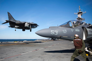 An AV-8B Harrier lands on the flight deck of USS Kearsarge.の写真素材 [FYI02695309]