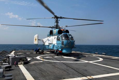 A Ukrainian Navy KA-27 Helix helicopter on the flight deck oの写真素材 [FYI02695417]