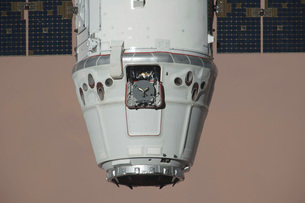 The SpaceX Dragon commercial cargo craft.の写真素材 [FYI02695601]