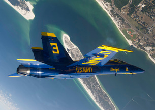 The Blue Angels perform a looping maneuver over Naval Air Station Pensacola.の写真素材 [FYI02695657]