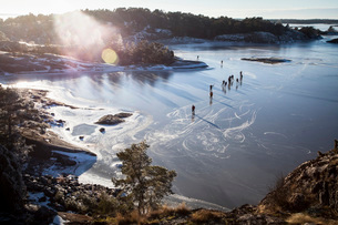 Group of people nordic skating on frozen lakeの写真素材 [FYI02695671]