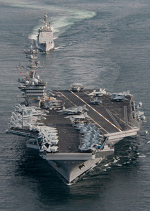 USS Carl Vinson and USS Bunker Hill transit the Strait of Maの写真素材 [FYI02695718]