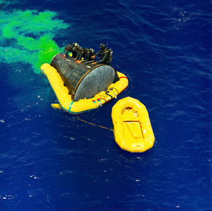 A U.S. Navy frogman team helps in the recovery of the Gemini-Titan 4 spacecraft.の写真素材 [FYI02695733]